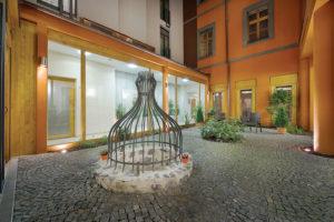 embassy_prague_hotel_nadvori_noc-2