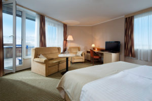 Hotel nabízí 336 pokojů a apartmánů