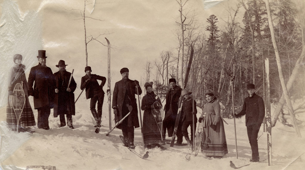 skiing-party-1890